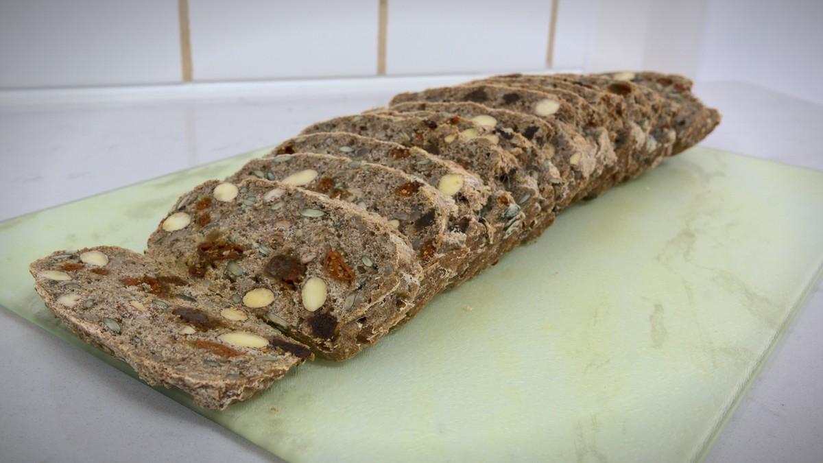 Bröd med kärnor och nötter